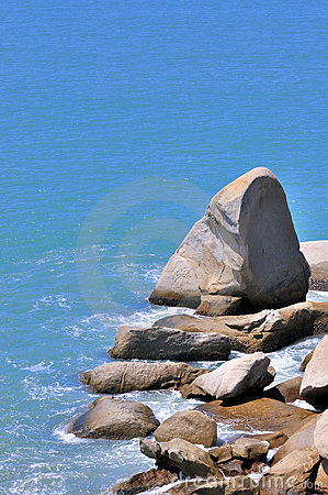Free Rock In Taper Shape In Sea Royalty Free Stock Photos - 20308938