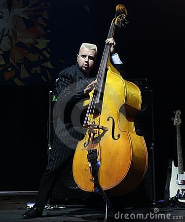 how to play upright bass