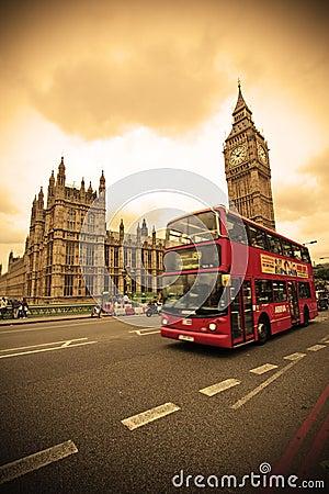 Rode bus in Londen Redactionele Stock Afbeelding