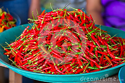 Rode Spaanse peperpeper voor verkoop op de markt