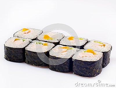 Rodillo del sushi con el melocotón y el pollo