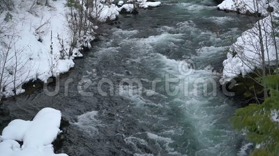 Rogue River Bend Raging Water-Strom-Staat Oregon stock footage