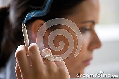 Rokende vrouw met een cigare