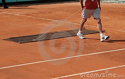 Roland Garros 2010 - sweeping the centre court Editorial Photo