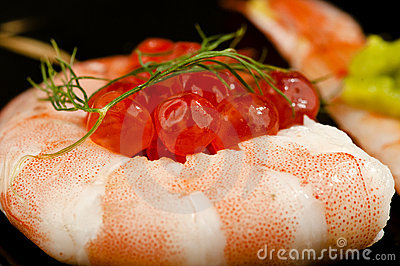 Rolled prawn sushi with salmon roe.