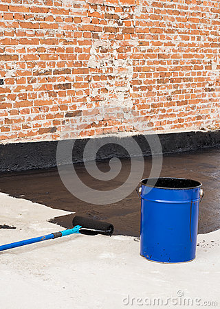 Free Roller Brush Waterproofing Royalty Free Stock Image - 81728676