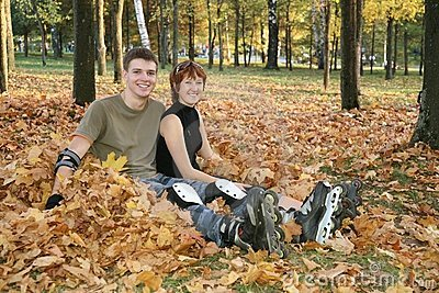 Roller couple sit in park
