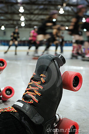 Free Roller Derby Skater Knocked Out Royalty Free Stock Photography - 9509497