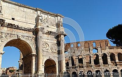 Rom Colosseum und Costantino-Bogen