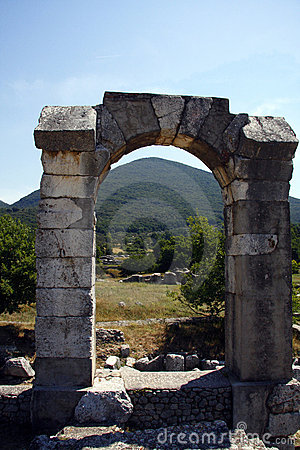 Roman arch at Carsulae