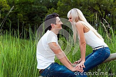 Romantic date in park.