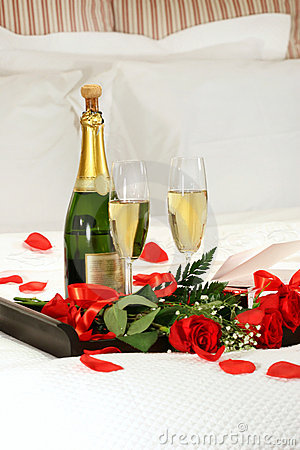 Free Romantic Evening With Champagne Royalty Free Stock Photos - 3983148