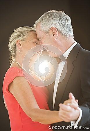 Free Romantic Senior Couple Dancing Stock Photography - 34512102