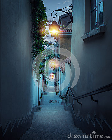 Free Romantic Street Of The Old Town In Warsaw At Night Royalty Free Stock Photo - 83382505