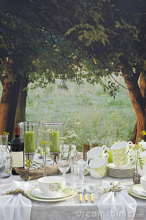 Free Romantic Table Setting Outside Stock Photography - 16145232