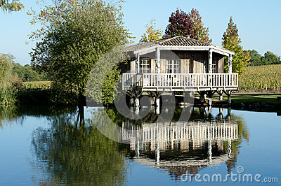 Romantical cottage on a lake in  Bordeaux, France