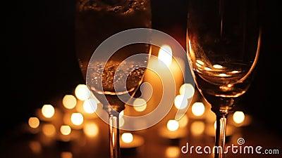Romantisch kaars licht diner met champagne stock video