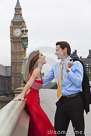 Romantisch Paar door de Big Ben, Londen, Engeland