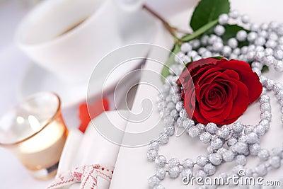 Romantyczny stołowy położenie