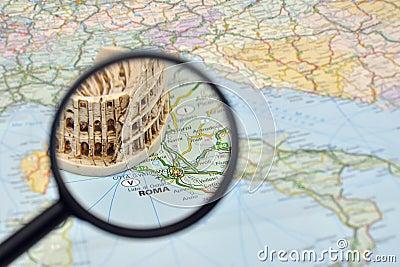 Rome sur la carte de l Italie - souvenir miniature Colosseum