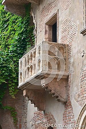 Romeo and Juliet balcony, Vero