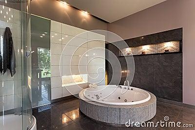 Rond bad in een luxeherenhuis royalty vrije stock fotografie afbeelding 34531347 - Model badkamer betegeld ...