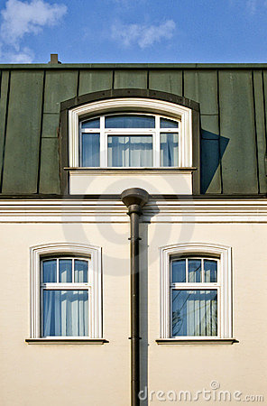 Free Roof And Windows Of House Royalty Free Stock Photography - 15045737