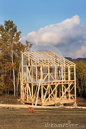 Free Roof Beams. Sunny Autumnal Evening At The Construction Site Of A Wooden House. Unfinished House. Royalty Free Stock Photos - 79215888