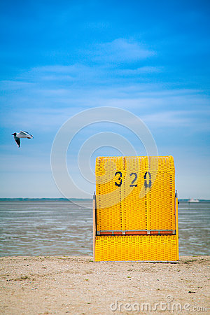 Free Roofed Wicker Beach Chair Royalty Free Stock Images - 24902469