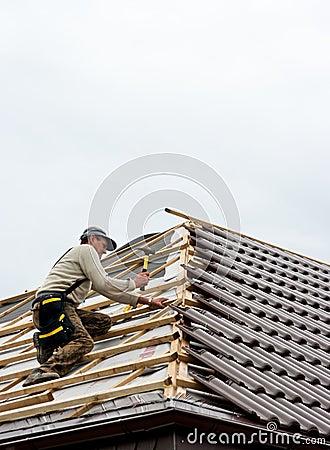 Roofer lying tiles