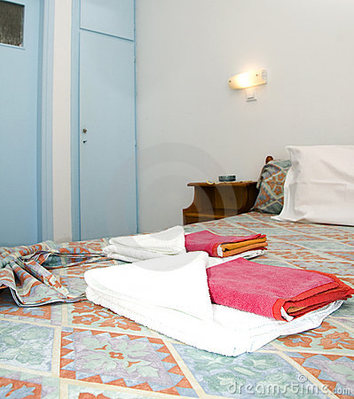 Free Room In Greek Island Studio Apartment For Rent Stock Image - 9797621