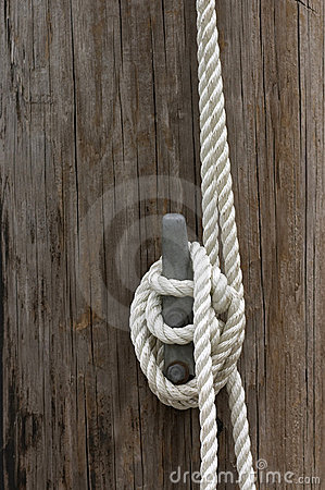 Free Rope On Cleat Stock Photo - 684550