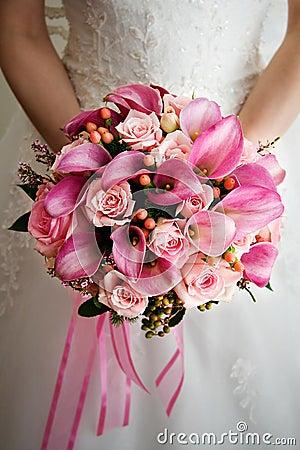Rosafarbener Hochzeits-Blumenstrauß