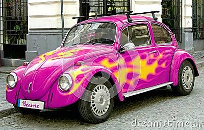 Rosafarbenes Käferauto