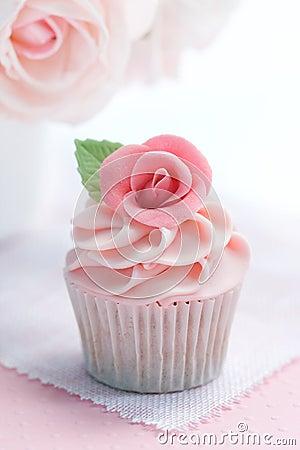 Free Rose Cupcake Royalty Free Stock Photos - 13088658