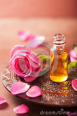 Free Rose Flower And Essential Oil. Spa And Aromatherapy Stock Photo - 42129850