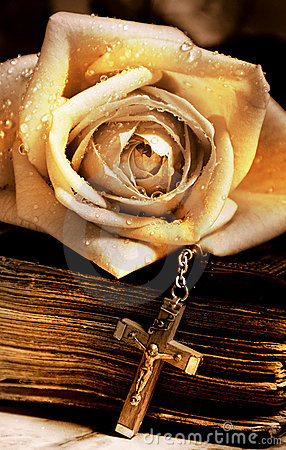 Free Rose Old Bible And Cross Royalty Free Stock Photos - 4627458