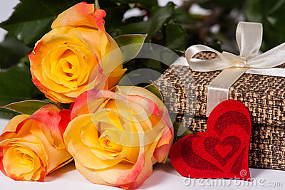 Roses With A Gift And Heart Stock Photo - Image: 28843000