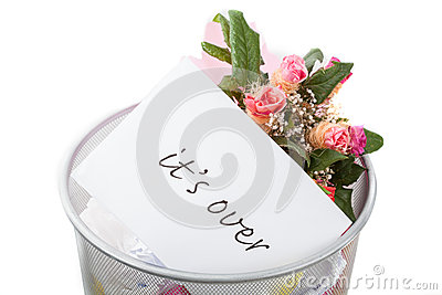 Roses and it s over note in dustbin