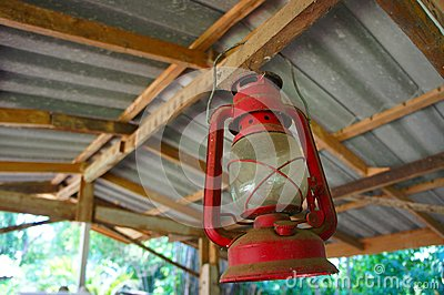 rot llampe auf dachbalken stockfoto bild 43907231. Black Bedroom Furniture Sets. Home Design Ideas