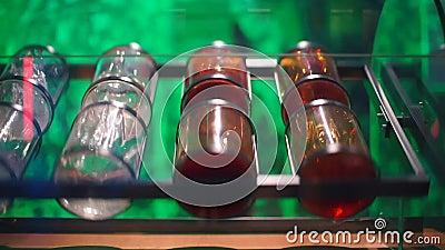 Rotation des navires avec liquides banque de vidéos