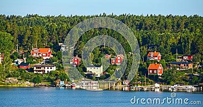 Rote hölzerne Häuser