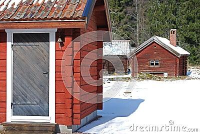 Rote Kabinen im Winter