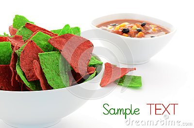 Rote und grüne Tortillachips