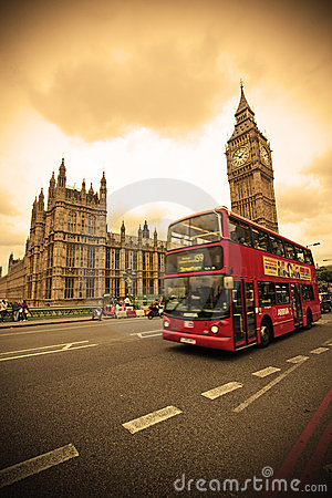 Roter Bus in London Redaktionelles Stockbild