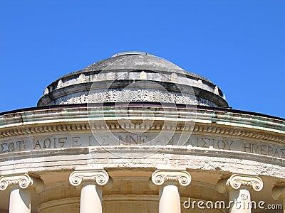 Rotunda com capitais iónicos das colunas