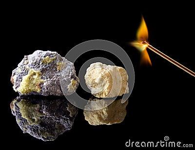 Rough natural sulphur stones