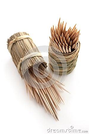 Round bamboo box of toothpicks