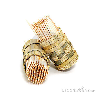 A round bamboo box of toothpicks