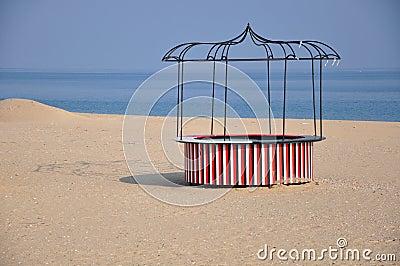 Round beach bar